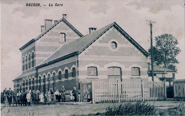 Gedicht geïnspireerd door een verblijf in het oude station van de Belgische plaats Racour.